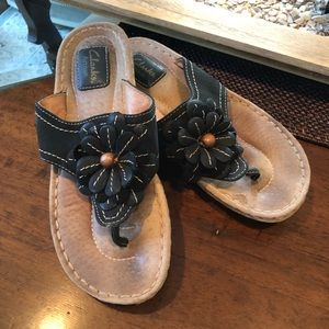 8abe7f7e2c7263 Clarks leather flower Sandals size 7